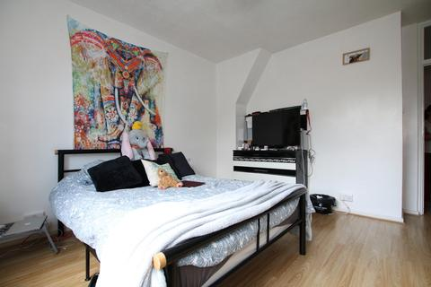 3 bedroom apartment to rent - Falmouth Road, London,