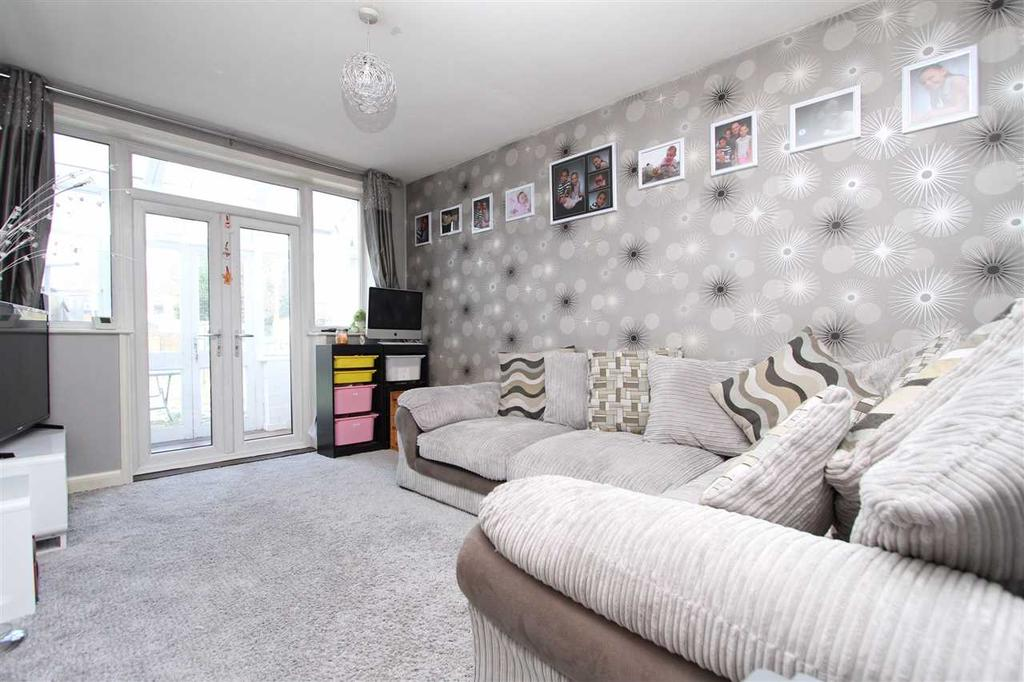 Rent For  Bed Room In East Ipswich