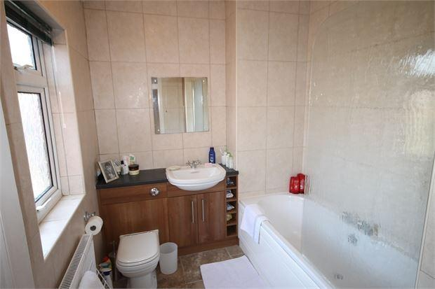 Boundary road newark nottinghamshire ng24 4ax 3 bed for Boundary bathrooms