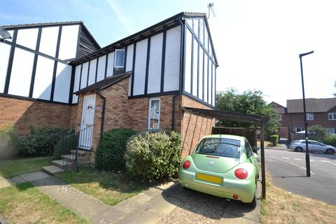 2 bedroom end of terrace house to rent - Buttermere Close, Feltham