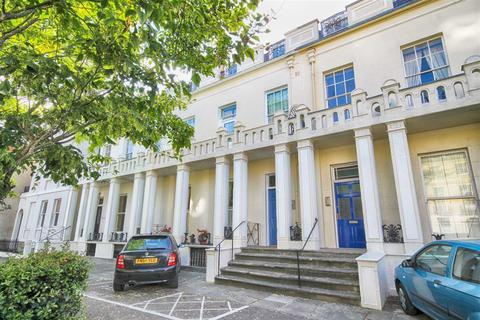 2 bedroom flat for sale - Winchcombe Street, Central, Cheltenham, GL52
