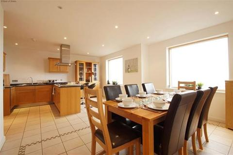 4 bedroom flat to rent - Four bedroom penthouse apartment £390PCM