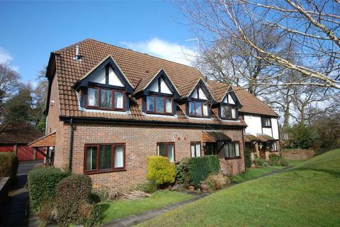 2 bedroom end of terrace house for sale - Boundstone, Farnham, Surrey