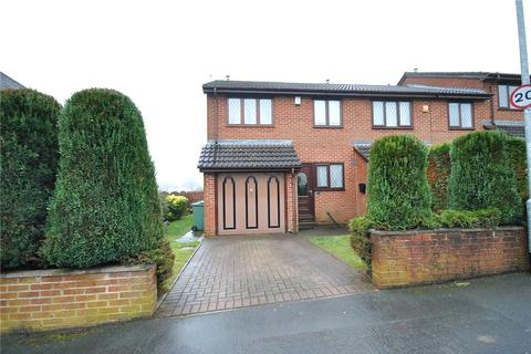 3 bedroom townhouse for sale - Raynel Gardens, Leeds, West Yorkshire