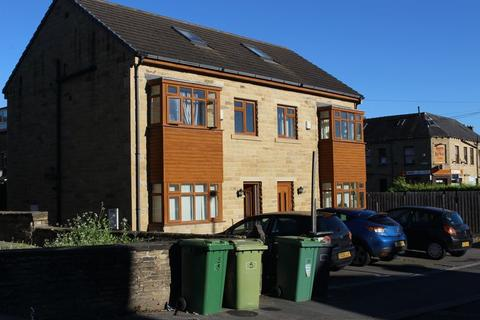 4 bedroom terraced house to rent - Wasp Nest Road, Huddersfield