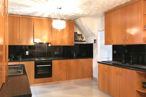 3 bedroom terraced house for sale - Raglan Avenue, Waltham Cross, EN8