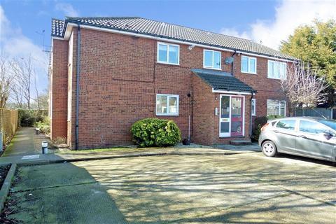 1 bedroom ground floor flat for sale - Haslemere Road, Wickford, Essex