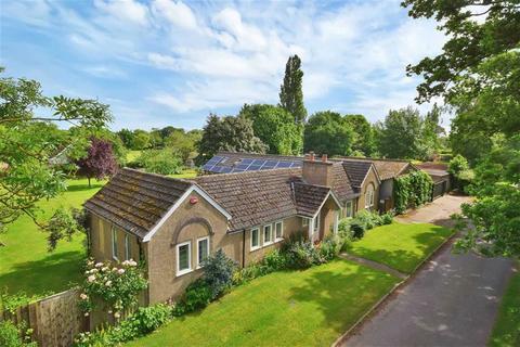 4 bedroom detached bungalow for sale - Fen Lane, Bassingham, Lincoln, Lincolnshire