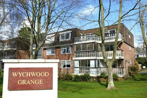 3 bedroom apartment for sale - WALKING DISTANCE OF TOWN CENTRE/GARDENS & SEAFRONT - NO FORWARD CHAIN