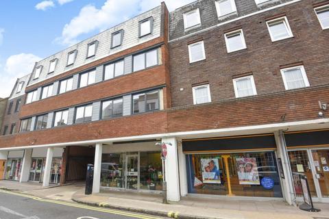 2 bedroom apartment - Pemboke Court,  Aylesbury,  HP20