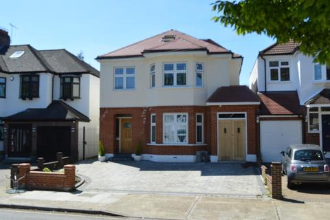 5 bedroom detached house for sale - Lake Rise, Romford, RM1