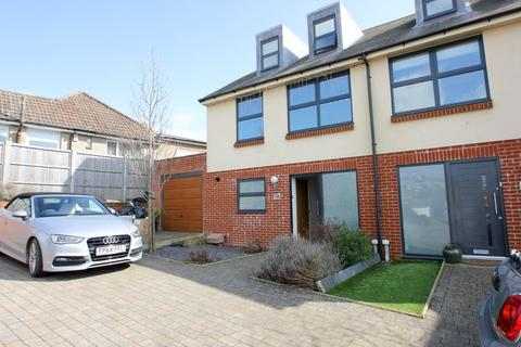 4 bedroom terraced house to rent - Balsdean Road, Woodingdean, Brighton
