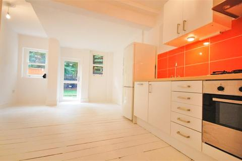 2 bedroom ground floor flat to rent - Alkham Road, London, N16