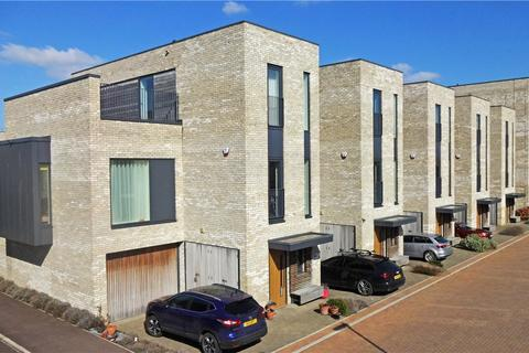 4 bedroom end of terrace house to rent - Kingfisher Gardens, Trumpington, Cambridge, Cambridgeshire, CB2