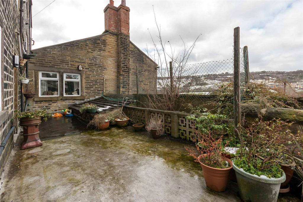 Yorkshire Terrace: Lane Ends, Wheatley, HALIFAX, West Yorkshire, HX2 4 Bed