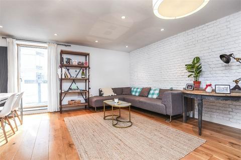 1 bedroom flat for sale - Bermondsey Square, London Bridge, England