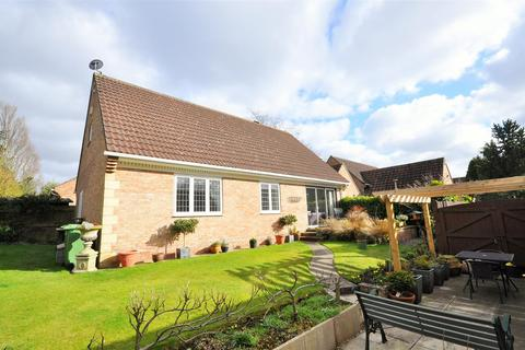 2 bedroom detached bungalow for sale - Chalfonts, Tadcaster Road, York, YO24 1EX