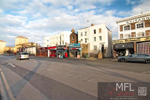 Property to rent - Wandsworth Road, London SW8