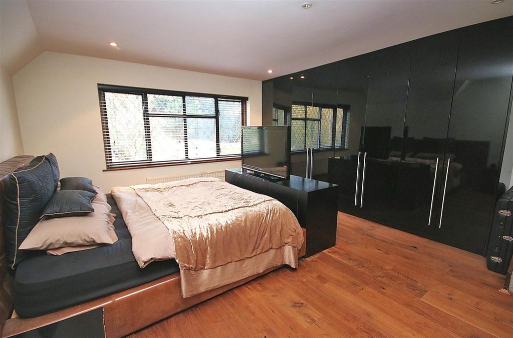 Lancaster avenue hadley wood 4 bed semi detached house for The master bedroom tessa hadley