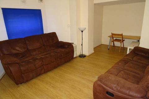 3 bedroom flat to rent - Conyngham Road, Victoria Park