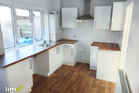 3 bedroom terraced house to rent - Shannon Road, Longhill, Hull, HU8 9PF