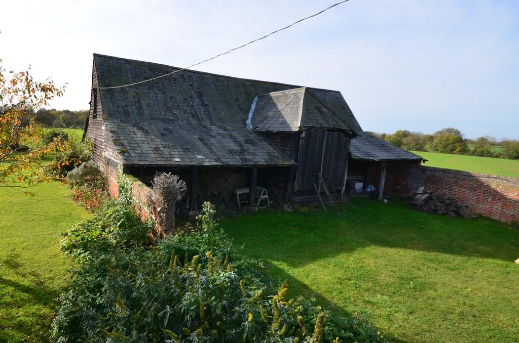 Jankes green wakes colne co6 2at 4 bed barn for sale for Steel frame barns for sale