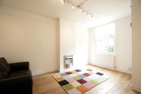 2 bedroom ground floor flat to rent - Burns Road, Battersea