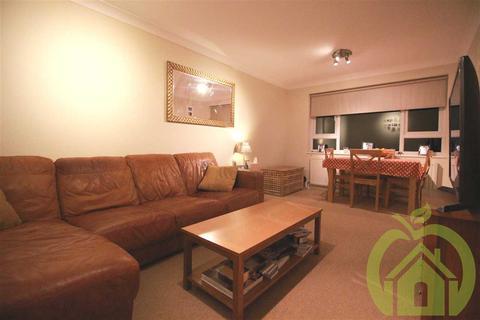 2 bedroom apartment to rent - Benjamin Close, Hornchurch