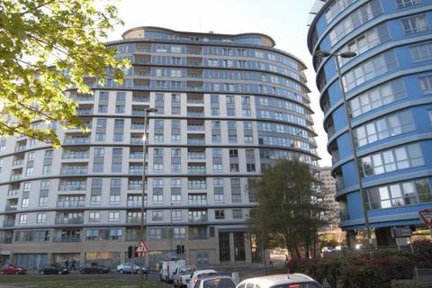 2 bedroom flat to rent - Station Approach, Woking, Surrey