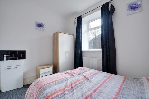 Studio to rent - Bedsit in Shared House, Kay Street, Darwen