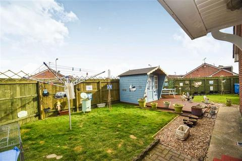 2 bedroom semi-detached bungalow for sale - Stonesdale, Sutton Park, HULL, HU7