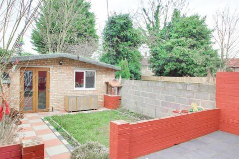 4 bedroom detached house to rent - Sandford Avenue, N22