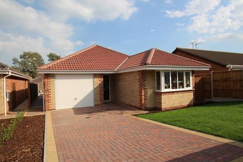 3 bedroom detached bungalow for sale - Dairy Meadow Gardens, Walton On The Naze