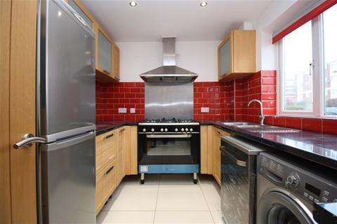 3 bedroom terraced house to rent - Devonshire Road, London