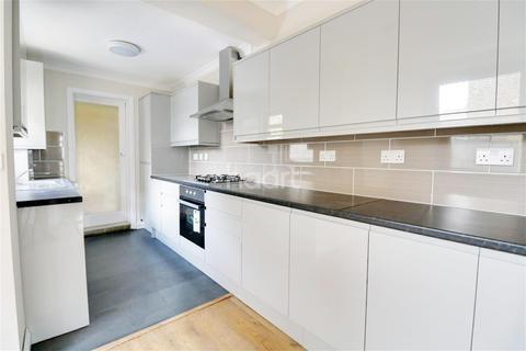 4 bedroom semi-detached house to rent - Princes Road - Romford - RM1