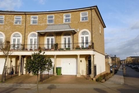 4 bedroom townhouse to rent - Savery Drive, St James Park, Surbiton, KT6