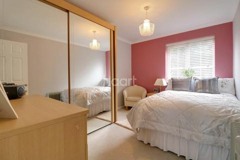2 bedroom flat for sale - Moat Rise, Rayleigh