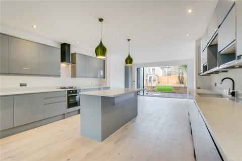 4 bedroom house to rent - Alston Road, London