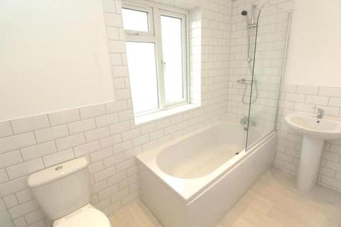1 bedroom apartment to rent - High Street, Hornchurch, Essex, RM11