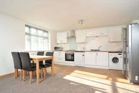 4 bedroom flat share to rent - Thornton Court, Thornton Hill