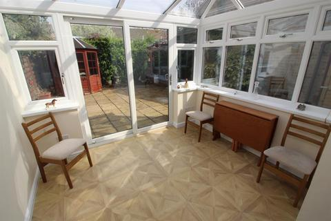 2 bedroom bungalow for sale - The Willows, Yate, Bristol, BS37 5XL