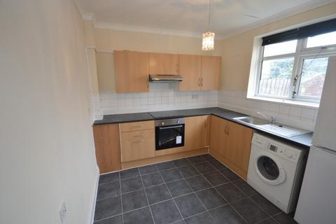 2 bedroom terraced house to rent - Farmway,  Becontree, RM8