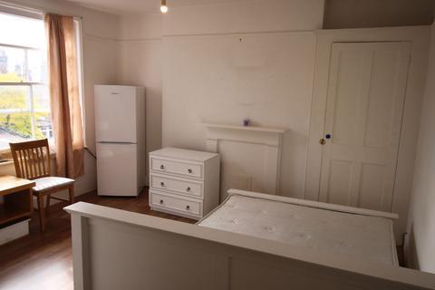 Studio to rent - Northdown Rd