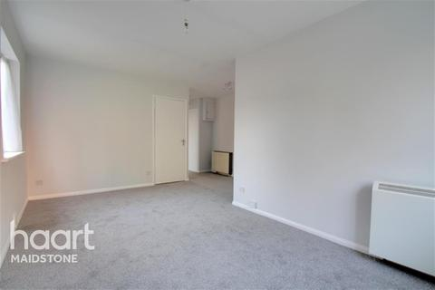 2 bedroom flat to rent - Claire House, ME16