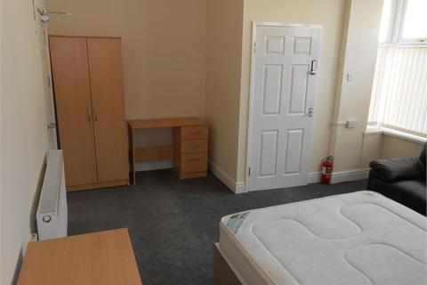 Studio to rent - St. Helens Avenue, Brynmill, Swansea, SA1 4NF