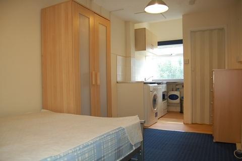 Studio to rent - Brookfield Crescent, Marston