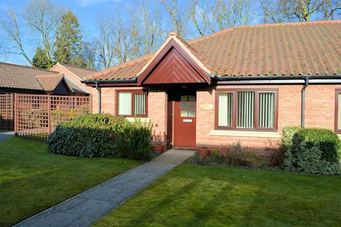 2 bedroom bungalow for sale - Honeywell Close, Oadby, Leicester