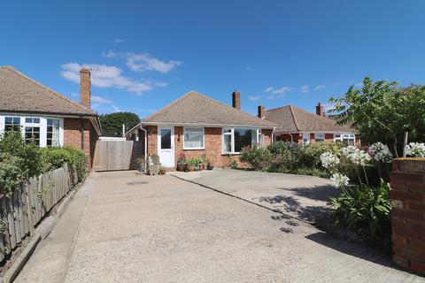 2 bedroom bungalow to rent - Downsvalley Road, Eastbourne, BN20