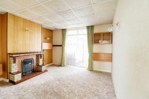 2 bedroom bungalow for sale - Foxlands Road, Dagenham