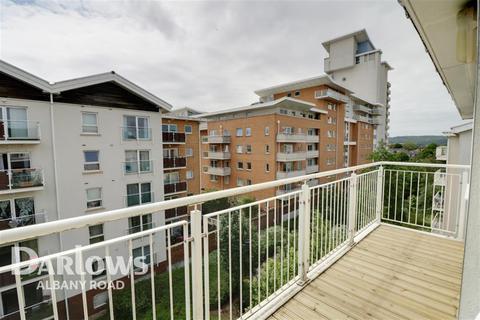 2 bedroom flat to rent - Overstone Court, Dumballs Road